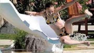 Zoomerang Swimming Pool Slide
